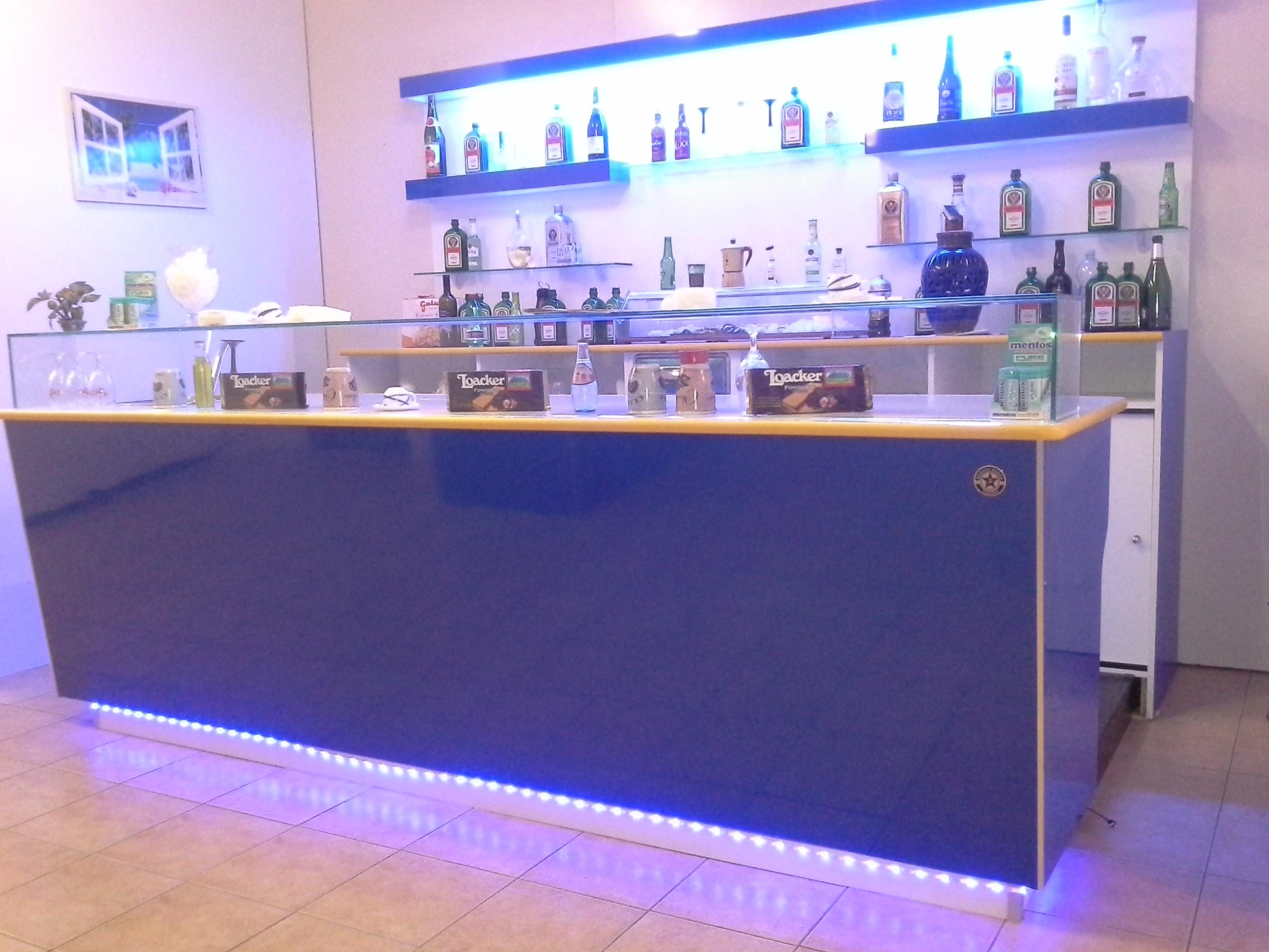 Banchi bar prezzi banchi bar banconi bar banchi frigo for Banconi bar milano